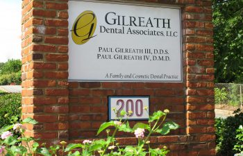 Gilreath Family Dentistry office sign exterior.